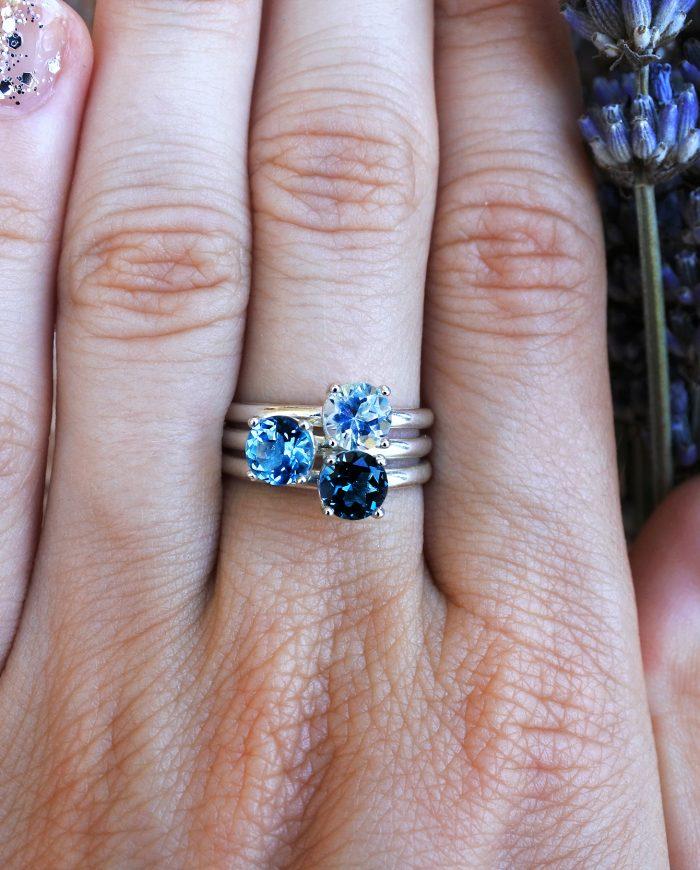 anelli con pietre colorate