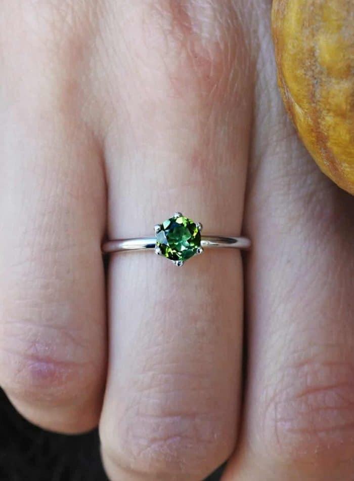 anello argento con pietra