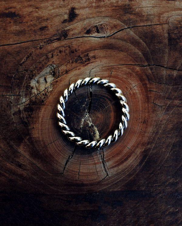 anello intrecciato in argento 925